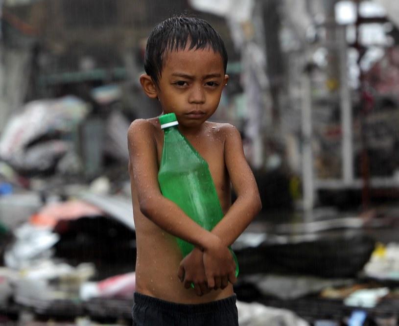 Aż 4 miliony dzieci zostało poszkodowanych wskutek huraganu, który spustoszył Filipiny /PAP/EPA