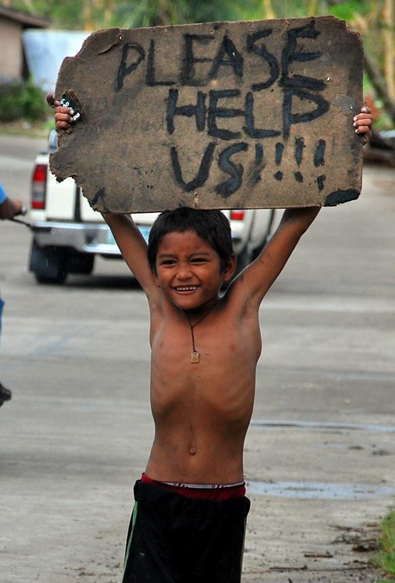 Aż 4 miliony dzieci zostało poszkodowanych wskutek huraganu, który spustoszył Filipiny /AFP