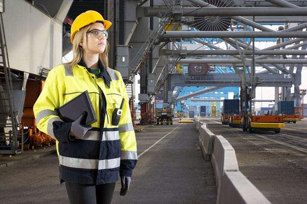 Aż w 60 proc. przypadków odpowiedzialność za wypadek przy pracy leży po stronie samego zatrudnionego /123RF/PICSEL