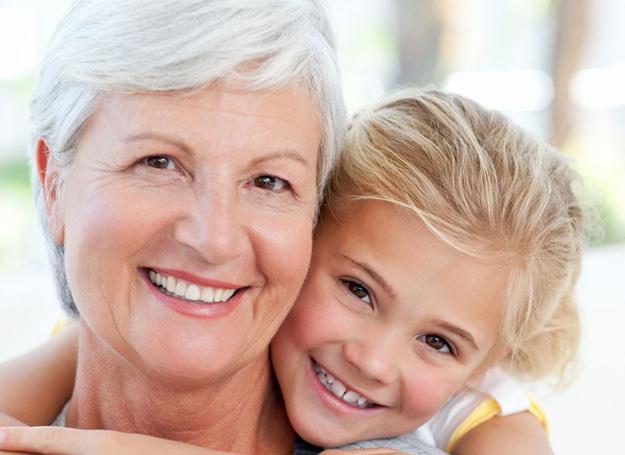 Babcia to w dzisiejszych czasach nieoceniona pomoc /©123RF/PICSEL