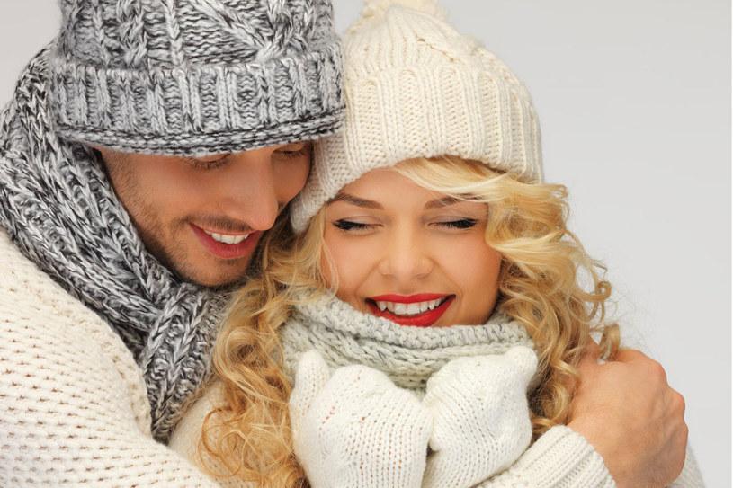 Badania pokazały, że kobiety często przytulane przez swoich partnerów mają niższe ciśnienie krwi i tętno /123RF/PICSEL