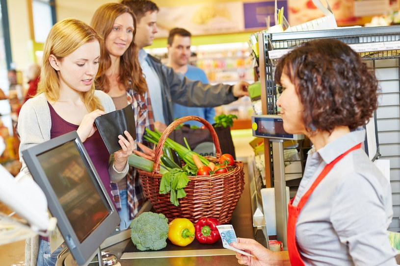 Badania pokazują, że nawet 90 proc. decyzji zakupowych podejmowanych jest pod wpływem emocji /123RF/PICSEL