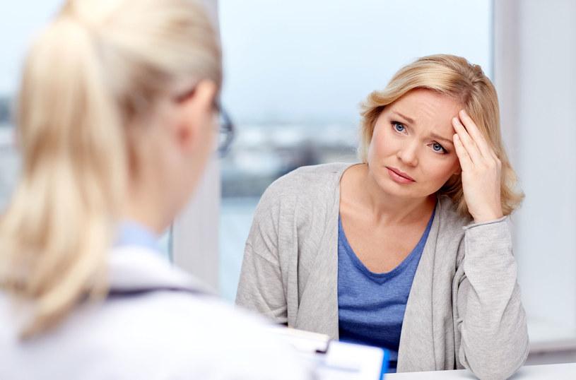 Badania wskazują na korelację między stosowaniem terapii hormonalnej oraz wzrostem ryzyka zachorowania na nowotwory piersi i jajnika /123RF/PICSEL