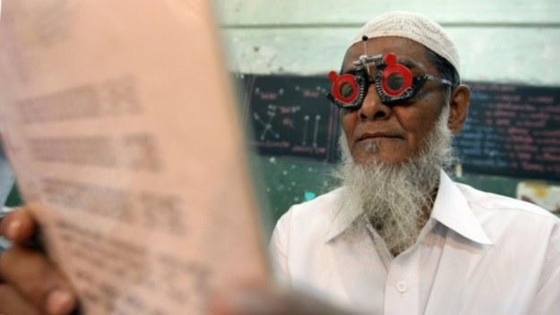 Badania wzroku w Indiach /AFP