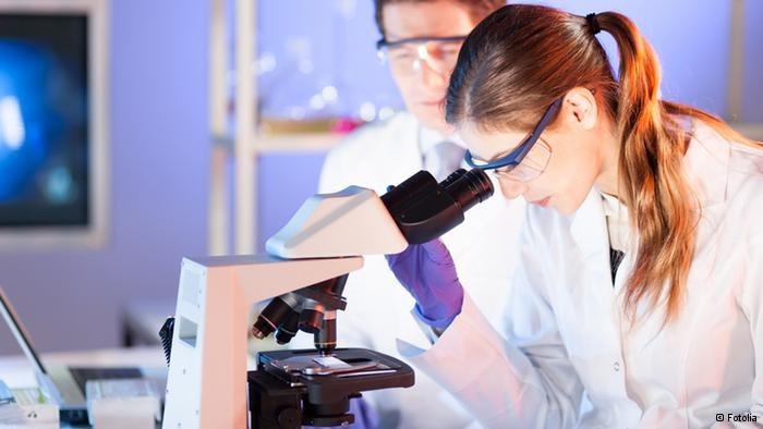 Badanie komórek nowotworowych /Deutsche Welle