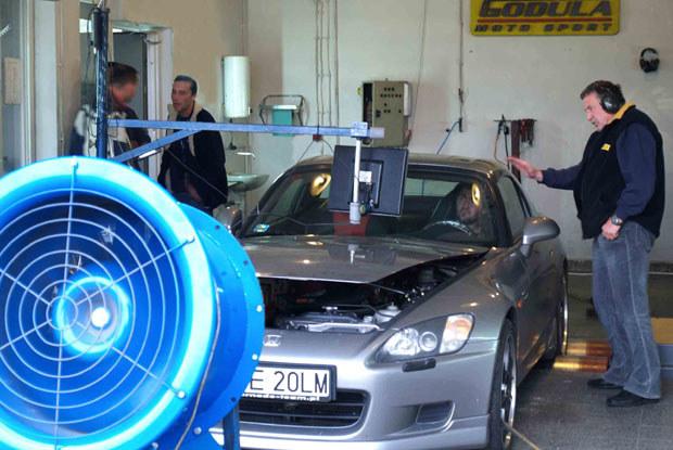 Badanie na hamowni rozwiewa wszelkie wątpliwości na temat samochodu / kliknij /INTERIA.PL