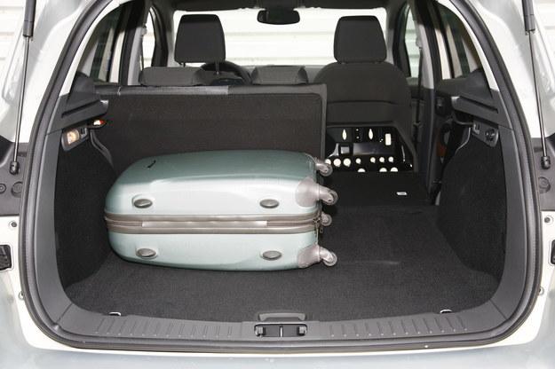 Bagażnik Forda Kugi jest ustawny, ale ma przeciętną pojemność od 360 do 1355 l. Konkurenci mają nawet 500 l. /Motor
