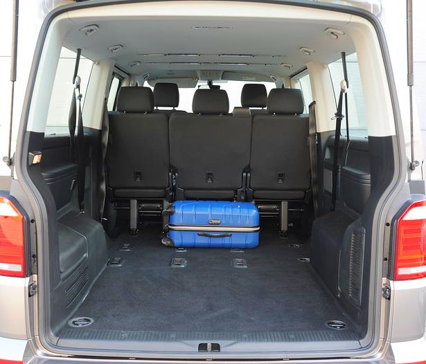 Bagażnik jest ogromny. Ma długość 2 metrów przy dwóch rzędach foteli i 1,1 m przy 8 osobach (3 rzędy). /Motor