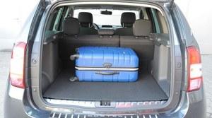 """Bagażnik ma 408-1636 l, a pod podłogą znalazło się miejsce na pełny """"zapas"""". System składania tylnej kanapy jest prymitywny, ale wygodny. /Motor"""