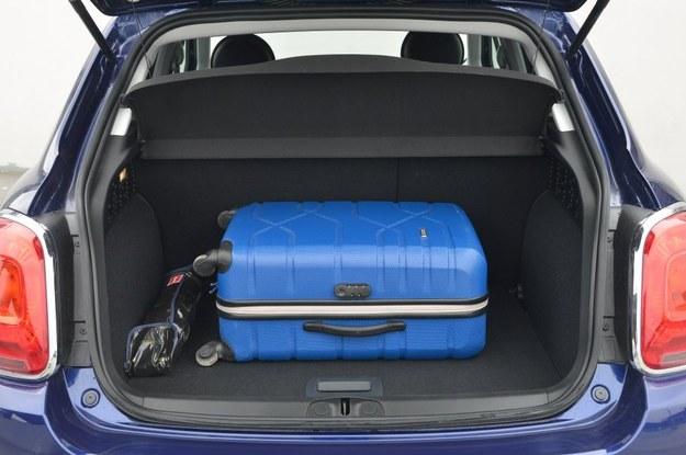 Bagażnik ma pojemność 245-910 l, ale w autach z zestawem naprawczym zamiast koła zapasowego rośnie do 350-1000 l. /Motor
