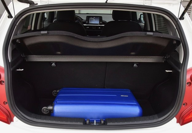 Bagażnik ma pojemność 255 litrów, składana asymetryczna kanapa nie wymaga dopłaty. /Motor