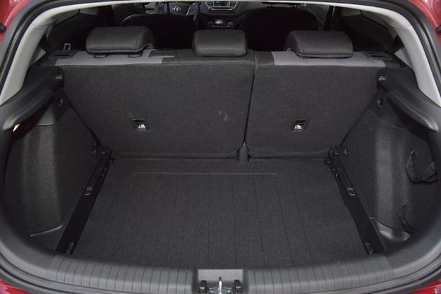 Bagażnik ma pojemność 336 litrów – to o 10 litrów więcej niż w odmianie pięciodrzwiowej. /Motor