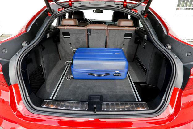 Bagażnik ma pojemność 500-1400 l. Oparcie kanapy: składane w proporcji 40:20:40. /Motor