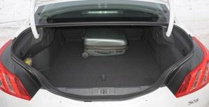 Bagażnik sedana ma pojemność 473 l. /Motor