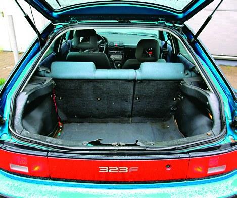 Bagażnik spory (336 l), ale trzeba zbyt wysoko unosić bagaże. /Motor