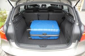 Bagażnik – wystarczająco pojemny (360 l) i foremny, ale z wysokim progiem (70 cm). /Motor