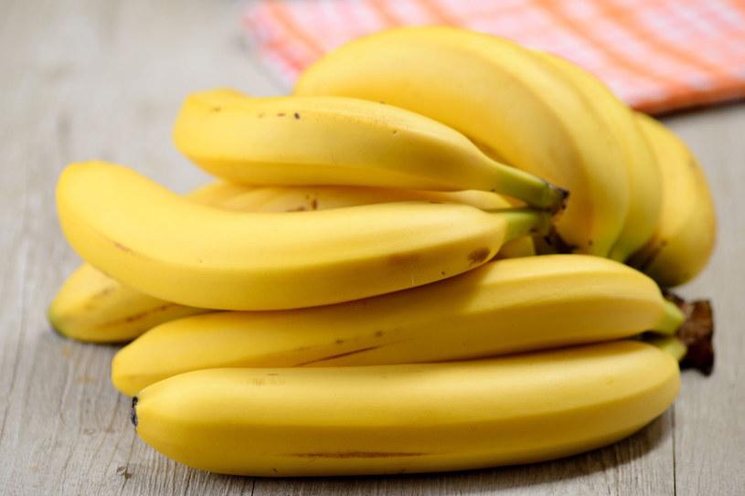 Banany nawilżą cerę /123RF/PICSEL