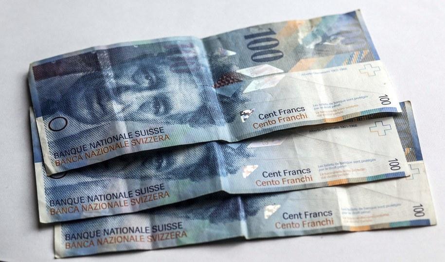 Banknoty stufrankowe /PAP/Michał Walczak /PAP