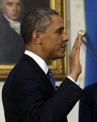 Barack Obama składa przysięgę w Białym Domu /LARRY DOWNING POOL  /PAP/EPA