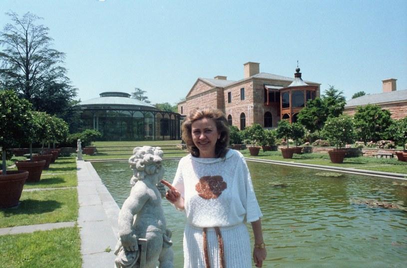 Barbara Piasecka Johnson na terenie swojej posiadłości w Princeton, 4 czerwca 1986 roku /East News