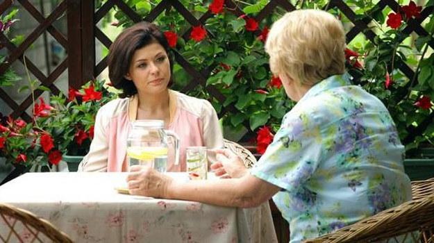 Barbara pyta Kingę, który to miesiąc ciąży. Zdziwiona Zduńska zaprzecza, że spodziewa się dziecka. Potem robi test, który okazuje się być... pozytywny! /MTL Maxfilm