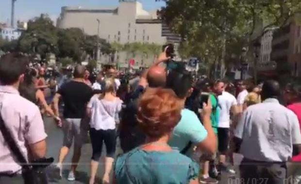 Barcelona: Ewakuacja Placu Katalońskiego. Powód? Podejrzany pakunek