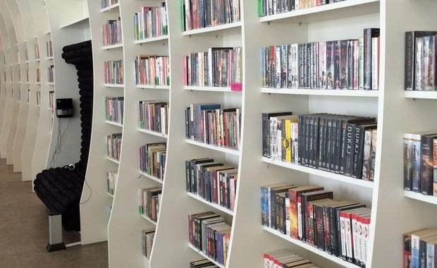 Bardziej od e-booków Polacy wolą tradycyjne książki. Co czytają?