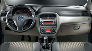 Bardzo dobra jakość montażu, ergonomia bez zarzutu, ale jakość tworzyw sztucznych wciąż budzi zastrzeżenia. /Fiat