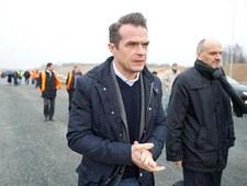 Bareja wraca. Pamiętacie, jak minister Nowak jeździł na budowę autostrady A2?