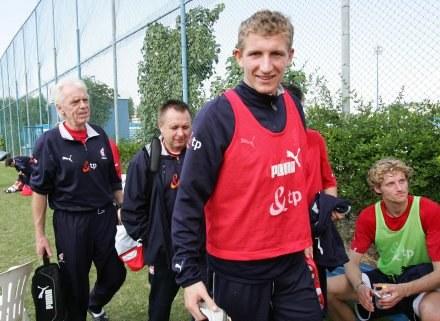 Bartłomiej Grzelak tuż po treningu kadry w Dubaju Fot. Marek Biczyk /Agencja Przegląd Sportowy