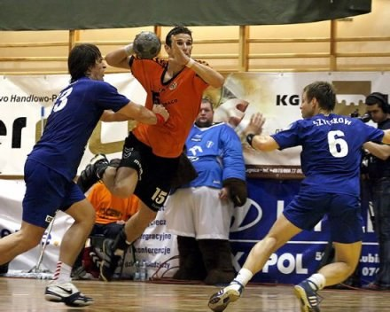 Bartłomiej Jaszka (nr 15) do niedawna był czołowym graczem Zagłębia Lubin /Zaglebie24.net
