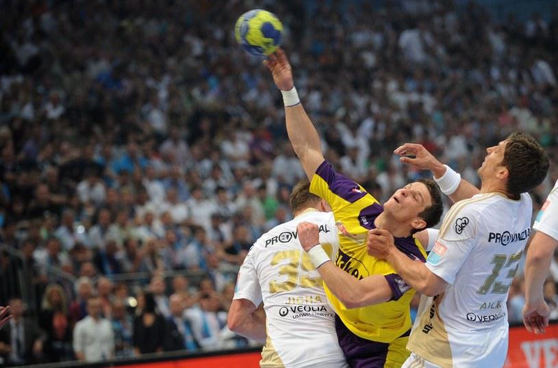 Bartłomiej Jaszka zdobył pięć goli w meczu z THW Kiel /AFP