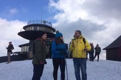 Bartłomiej Paulus razem z turystami rozwiesił flagę na Śnieżce
