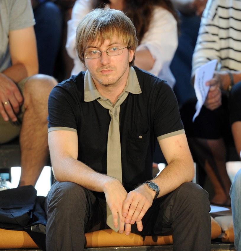 """Bartosz Chajdecki na konferencji prasowej """"Czasu honoru"""" w 2010 roku /Piotr Bławicki /East News"""
