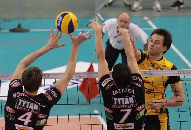 Bartosz Kurek (z prawej) został MVP meczu Skry z AZS-em Tytanem. Fot. Grzegorz Michałowski /PAP