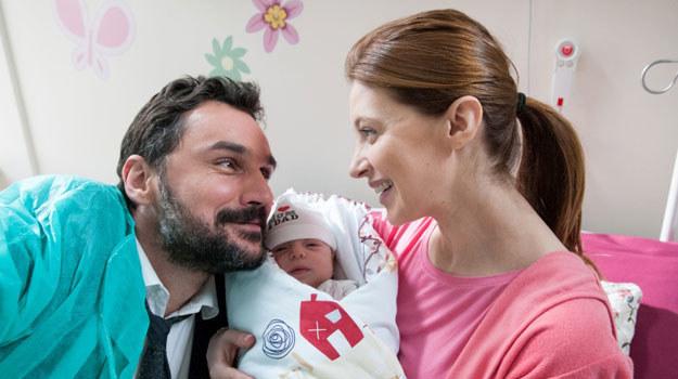 """""""Barwy szcześcia"""": Walawski odwiedzi żonę w szpitalu i pokaże jej prospekt domu /Agencja W. Impact"""