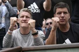 Bastian Schweinsteiger cieszy się z sukcesu Any Ivanović na korcie