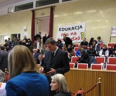 Batalia o warszawskie szkoły na sesji rady miasta