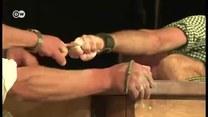 Bawarskie zapasy: Siłowanie się na środkowe palce