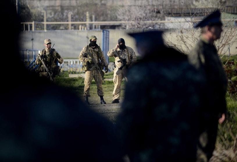 Baza wojskowa w Belbek na Krymie podczas rosyjskiego szturmu. /Jakub Kamiński   /PAP