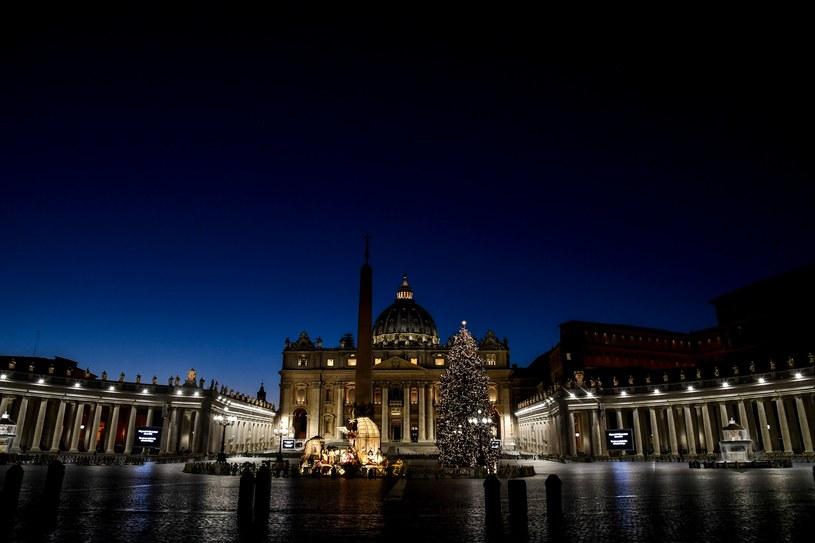 Bazylika św. Piotra przed pasterką /AFP