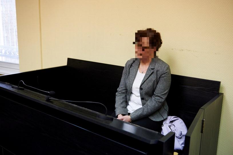 Beata K. jedna z dwóch dyrektorek Powiatowego Centrum Pomocy Rodzinie podczas ogłaszania wyroku /Adam Warżawa /PAP