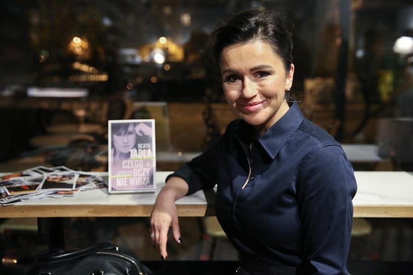 """Beata Tadla podczas premiery swojej książki """"Czego oczy nie widzą. Opowieści z życia (poza) telewizyjnego"""" /Rafał Guz /PAP"""