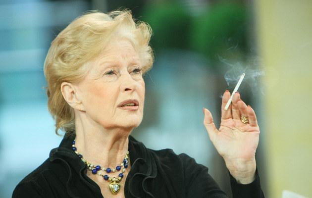 Beata Tyszkiewicz pali nawet podczas wywiadu telewizyjnego, fot.Marcin Dławichowski  /Agencja FORUM