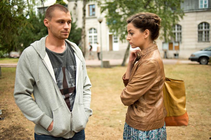 Beata zabiera Filipa z ośrodka. /x-news/ Piotr Litwic /TVN
