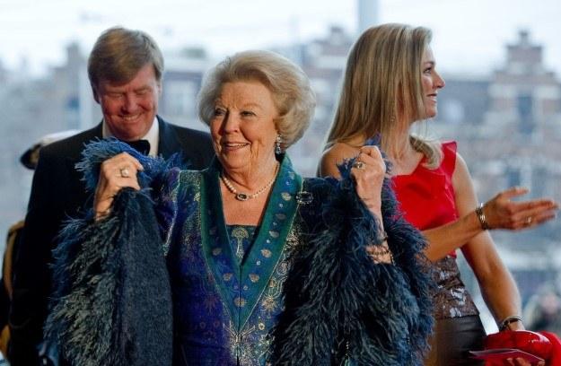 Beatrix z synem Wilhelmem Aleksandrem i synową Maksimą /AFP