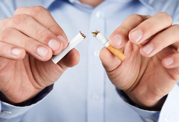 Będziemy się mniej denerwować, kiedy rzucimy palenie? /©123RF/PICSEL