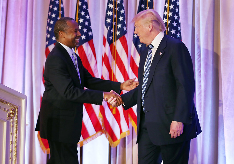 Ben Carson i Donald Trump, zdj. z czasu kampanii wyborczej /JOE RAEDLE / GETTY IMAGES NORTH AMERICA / AFP /AFP