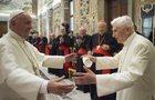"""Benedykt XVI przerwał milczenie. Opowiedział m.in. o walce z """"gejowskim lobby"""" w Watykanie"""