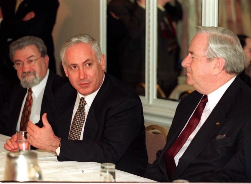 Benjamin Netanjahu (w środku) /AFP